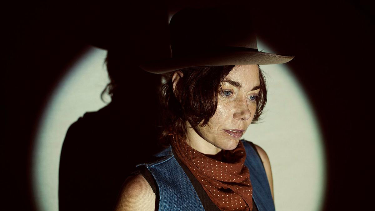 H.C. McEntire представила трек «River's Jaw» и мрачное аккомпанирующее видео 1