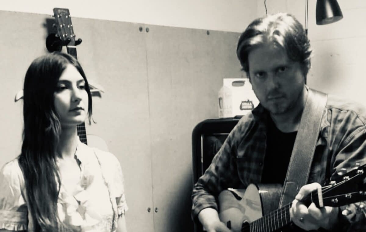 Тим Хайдекер опубликовал песню «Oh How We Drift Away» совместно с Weyes Blood 1