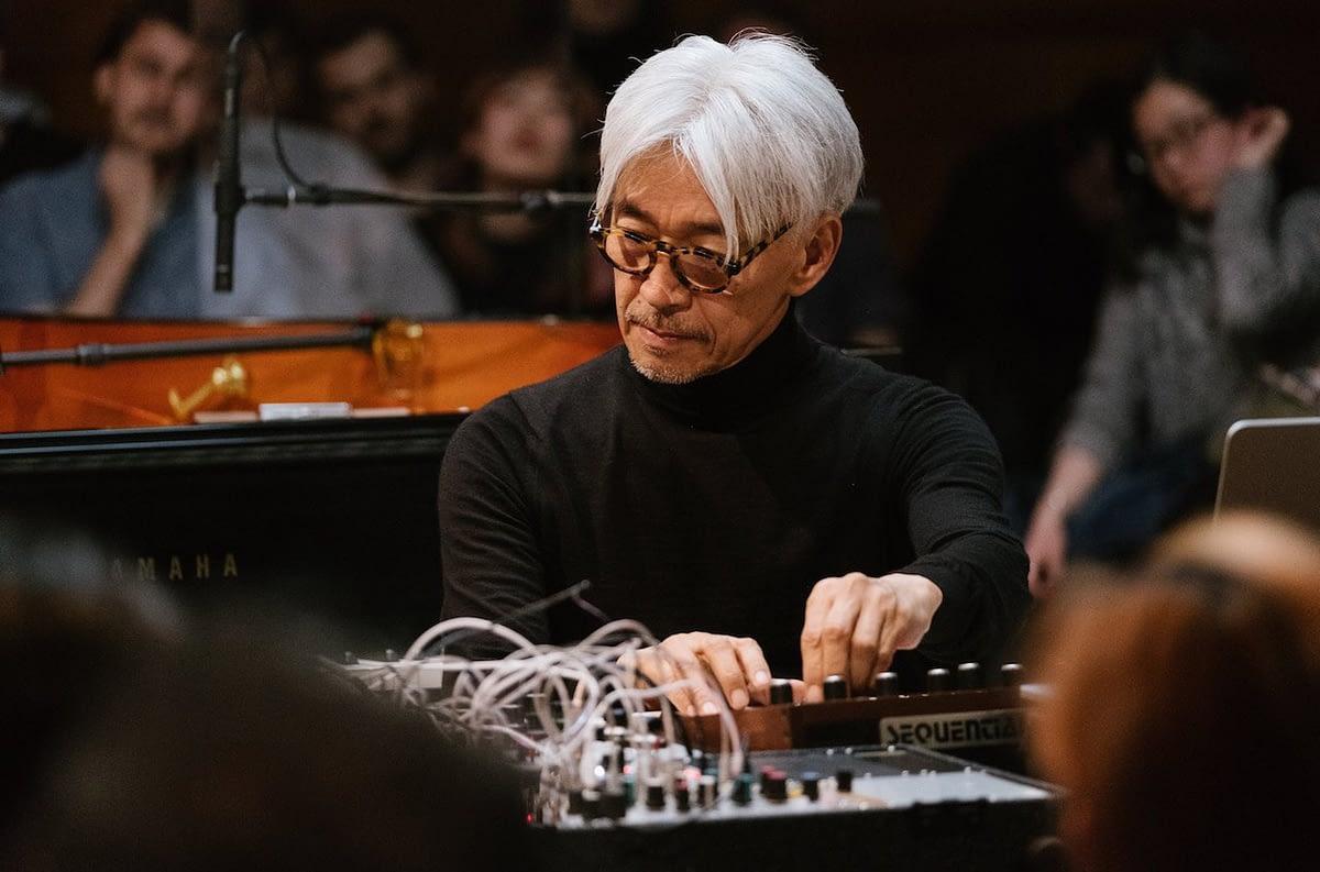 """Рюити Сакамото анонсировал ремикс-альбом """"Async Remodels"""", созданный при участии Arca, Fennesz и Oneohtrix Point Never"""