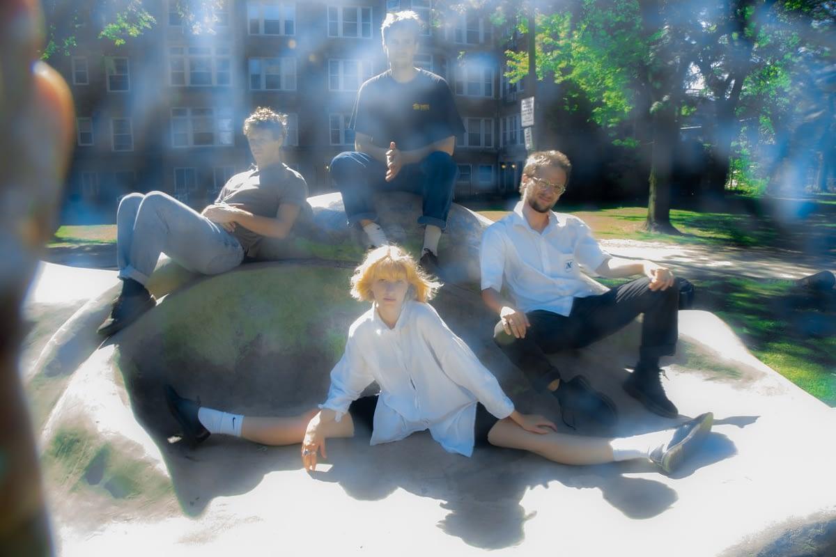 Slow Pulp отдаются во власть катастрофы на новом сингле «Falling Apart» 1