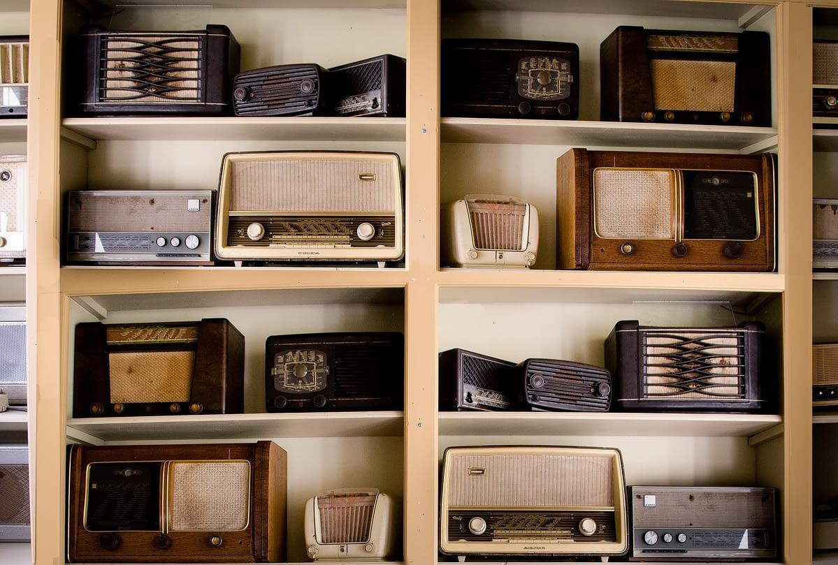 По результатам опросов, радио всё ещё обходит потоковые сервисы по популярности 1