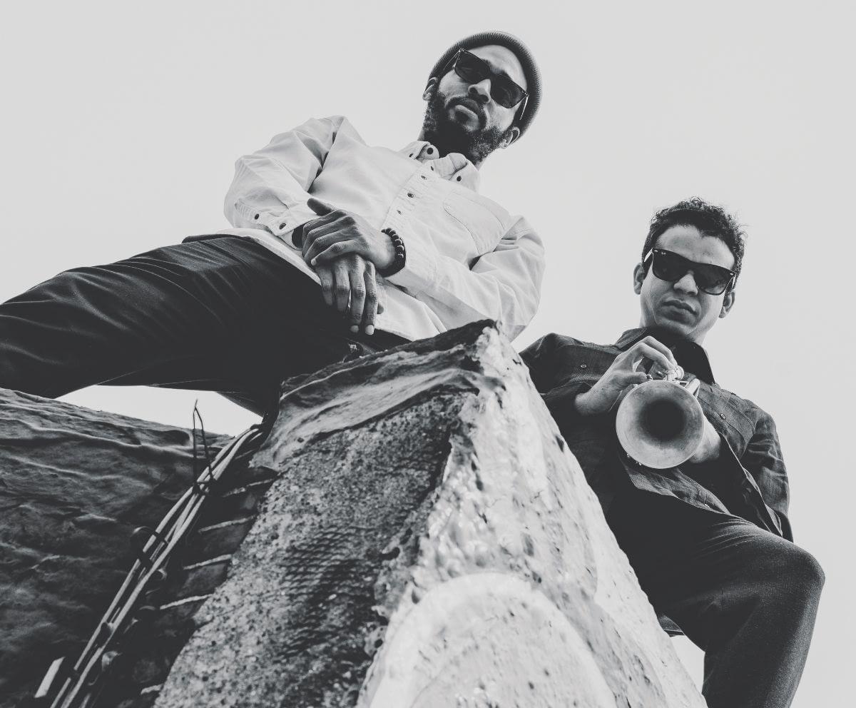 Акилес Наварро и Честер Холмс выпустили посвящение человечеству «Pueblo» 1