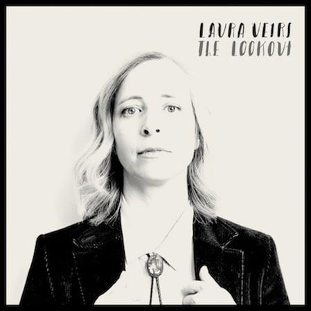 """Лора Вирс размышляет о хрупкости настоящих ценностей в новом треке """"Everybody Needs You"""" 1"""