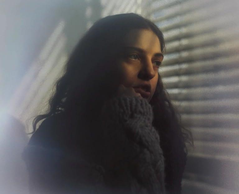 """DENA размышляет об одиночестве в сети в свежем сингле """"Imaginary Friends"""" 1"""