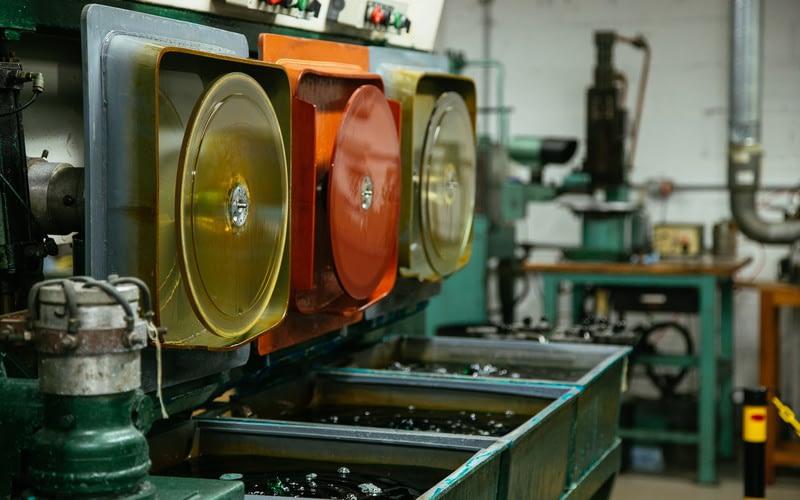 Новая технология литья под давлением может революционизировать производство виниловых пластинок